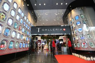 T Galleria Cocktail Party_Red Carpet