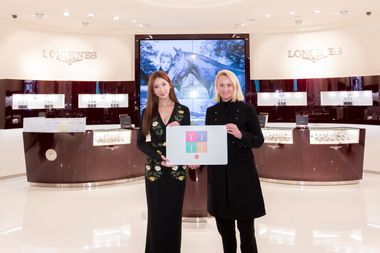 DFS Group President Merchandising and Consumer Marketing Sibylle Scherer presented Longines Ambassador of Elegance Lin Chi-Ling with a DFS LOYAL T membership card.