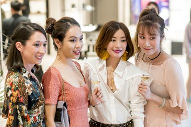 HK Actress Nicola Cheung poses with her fans