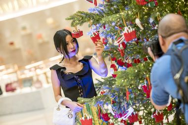 Live Streamer Vivian Xu admiring the DFS ornaments adorning the Christmas Tree